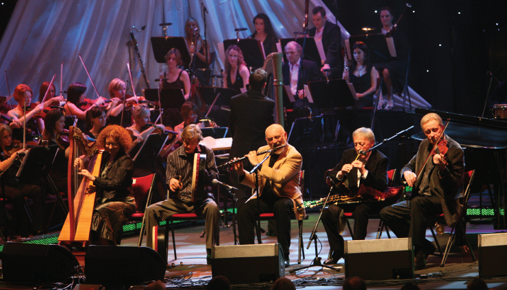 The Chieftains support local artists, even letting them join in the fun.