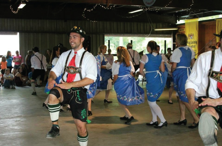Wearing traditional German outfits, the German Park Trachtengruppe dancers perform twice at every picnic, at 6 and 8:30 pm.